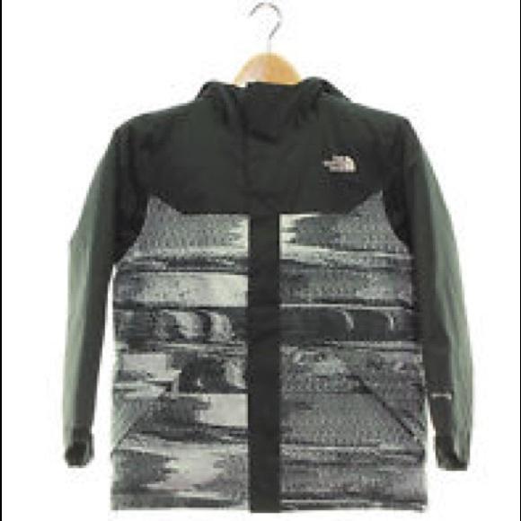 1cff5c807b351 North Face boys Brayden insulated ski jacket. M_5bfeaac20945e0abc405ba70